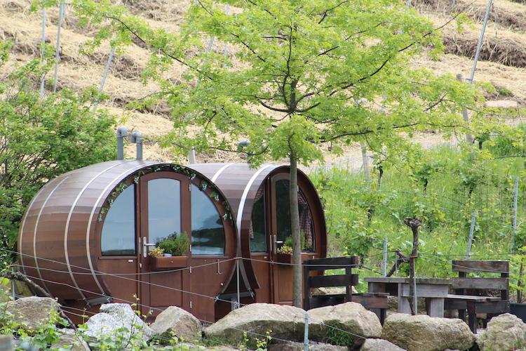scheurebenplatz schlafen im weinfass. Black Bedroom Furniture Sets. Home Design Ideas